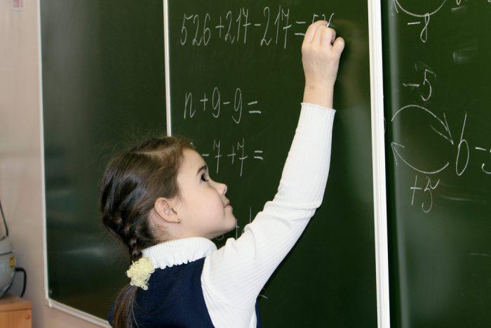 Børns matematikforståelse kan blive påvirket negativt i det pengeløse samfund