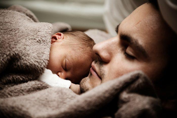 Far på barsel mindsker antallet af konflikter i familien
