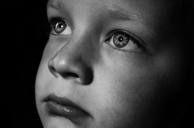 Vi behandler depression blandt børn i blinde