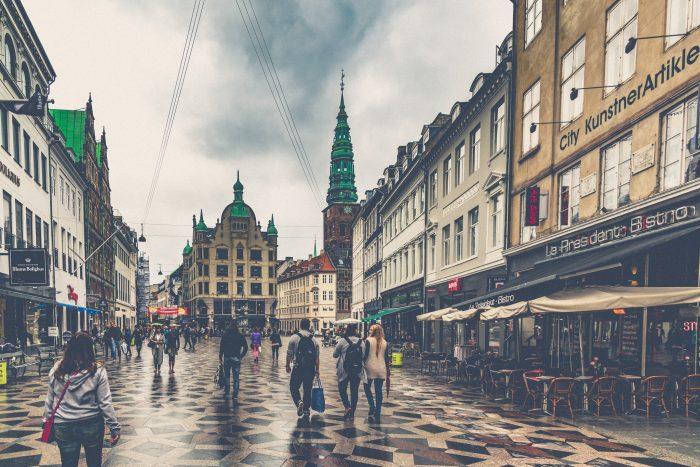 Turister trodser det dårlige danske vejr