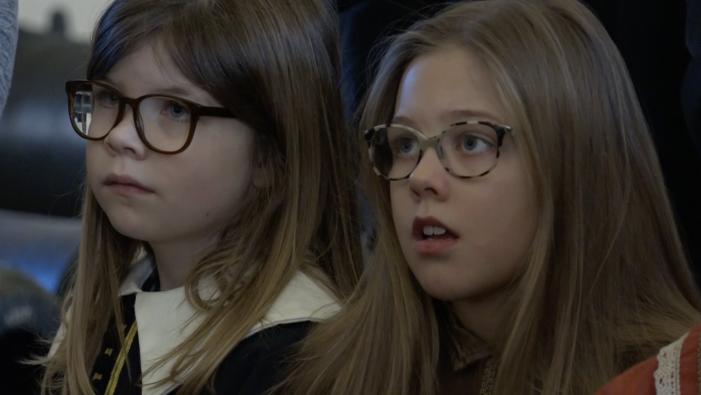 TV: 7-årige Frederikke: Det er sjovere at lære om pirater end at ligge hjemme på sofaen
