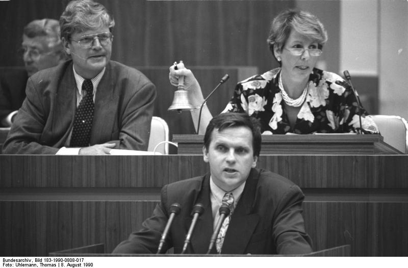 Günther Krause (CDU) vor Volkskammer