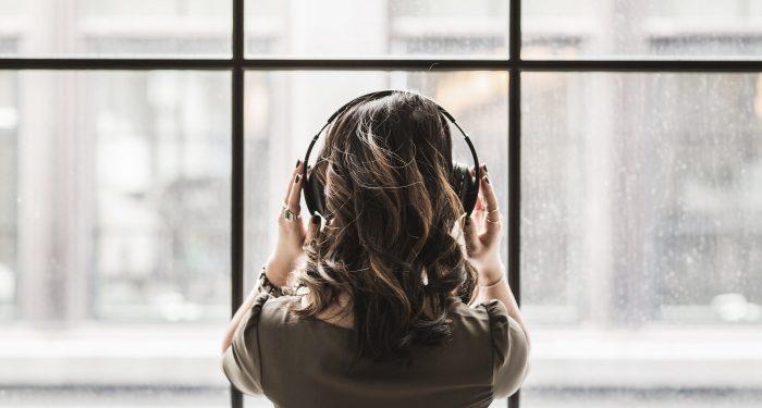 Forsker: Knitrende lyde og hviskende stemmer kan mindske unges stress