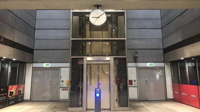 For mange passagerer bruger metroens elevatorer