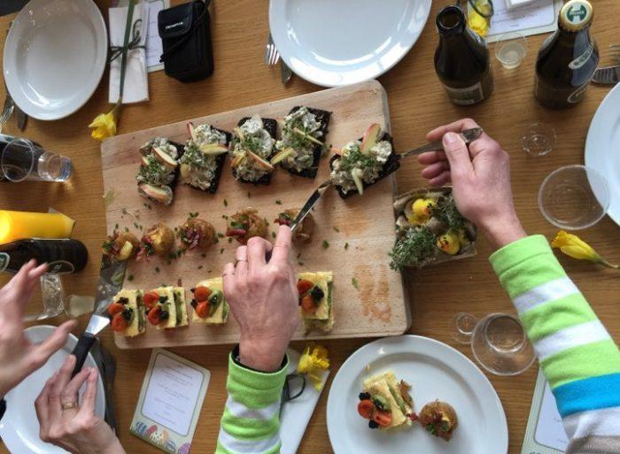 Fællesspisning som kur for ensomhed hos ældre: »Måltidet har en ur-evne til at skabe fællesskaber«