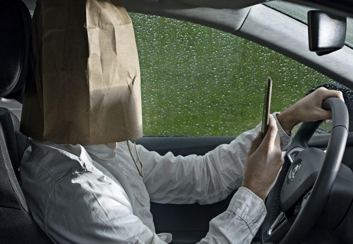 Ingen mobil i bil: En løftet pegefinger har vist sig effektiv