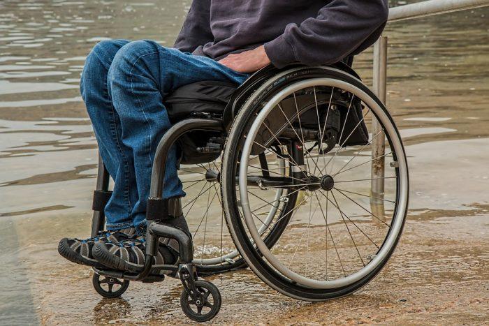 200 socialpædagoger mangler: Handicappede må vente på hospitalsbesøg