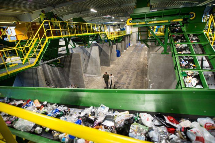 Ny plastik-mejetærsker skal sortere dit skrald