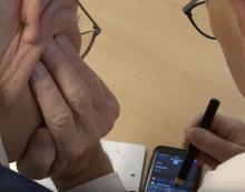 TV: IT-café hjælper pensionister med teknikken
