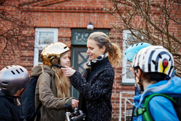 Nederen forældre får spændt flere hjelme