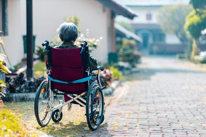 Selvmordsforsøg og mistet tale: Demente beboere mistrives på plejehjem