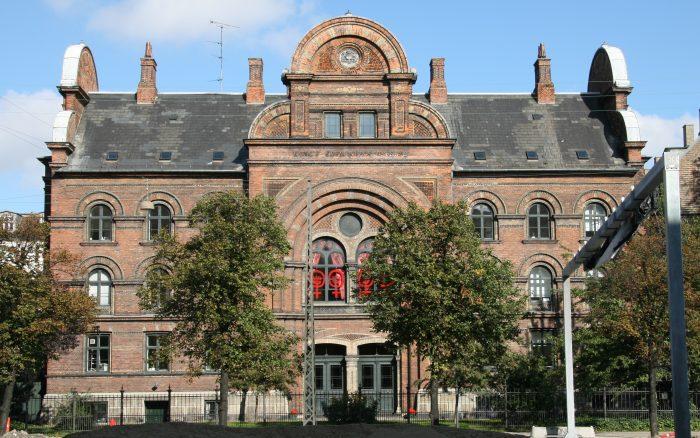 Da det private blev politisk: 300 kvinder besatte Dannerhuset med soveposer og sang