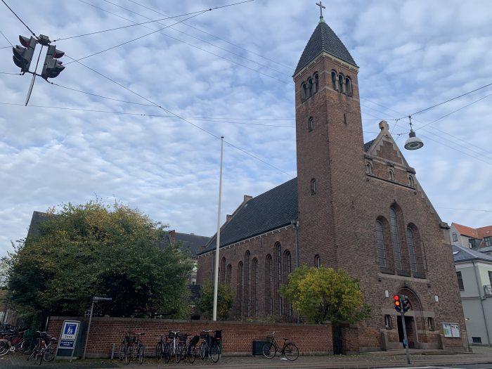 Kirker tænker corona-kreativt for at redde julegudstjenesten