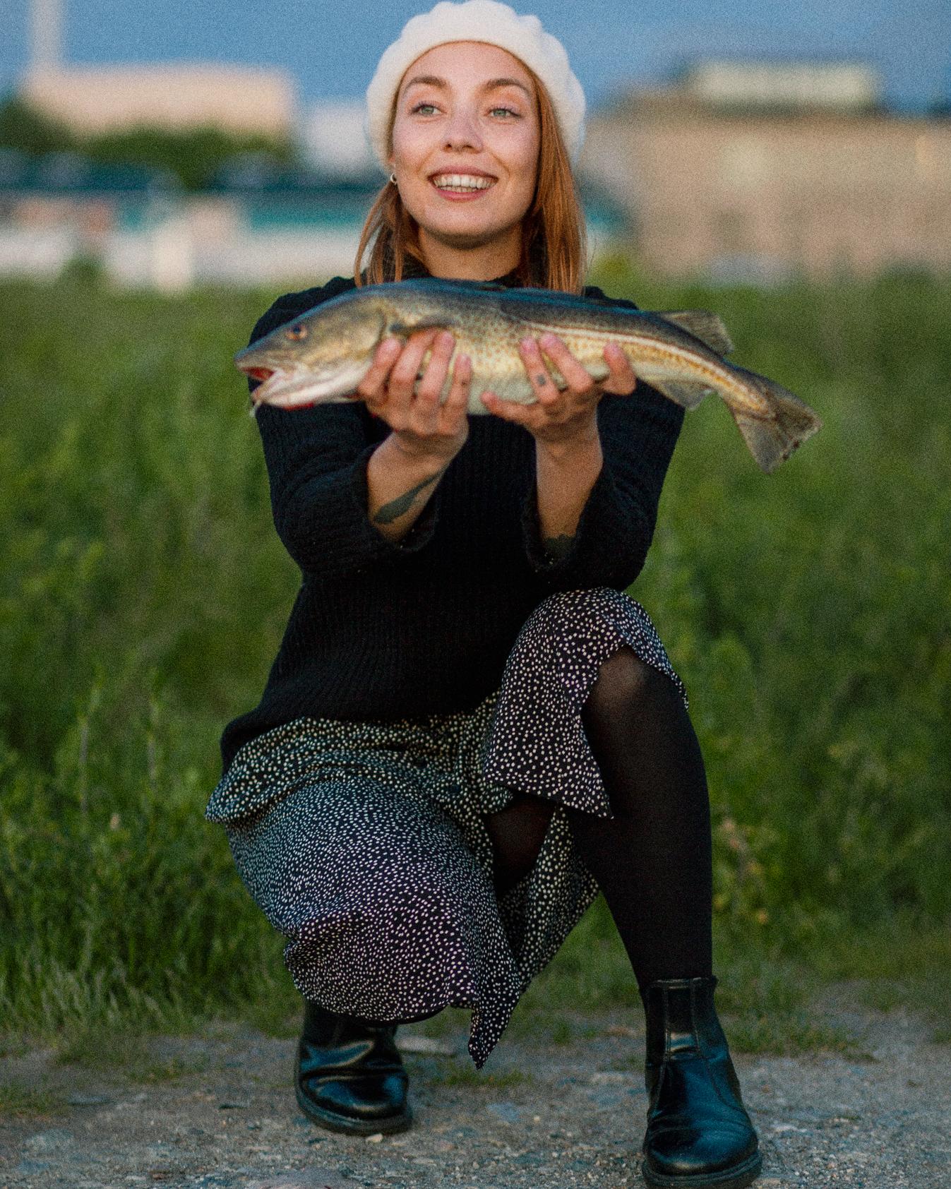 Marie Brandt med en pæn torsk. Foto: Marie Brandt