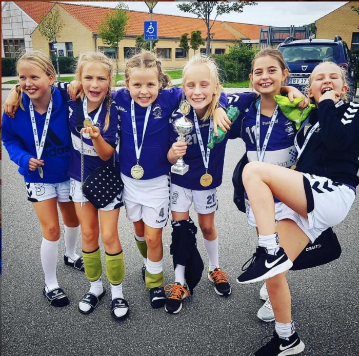 Håndboldtræner efter stævneaflysninger: Fællesskab og håndboldkultur skaber selvstændige børn