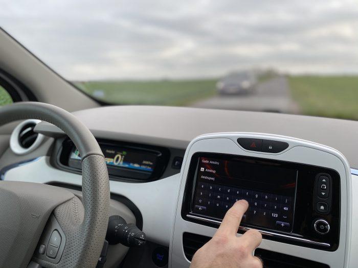 Vi vil finde vej og høre musik: Men brug af lovlige touchskærme i biler fører til ulykker