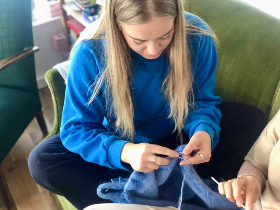 Online strikkefællesskaber: I Gladsaxe Kommune er borgere fælles om at strikke hver for sig