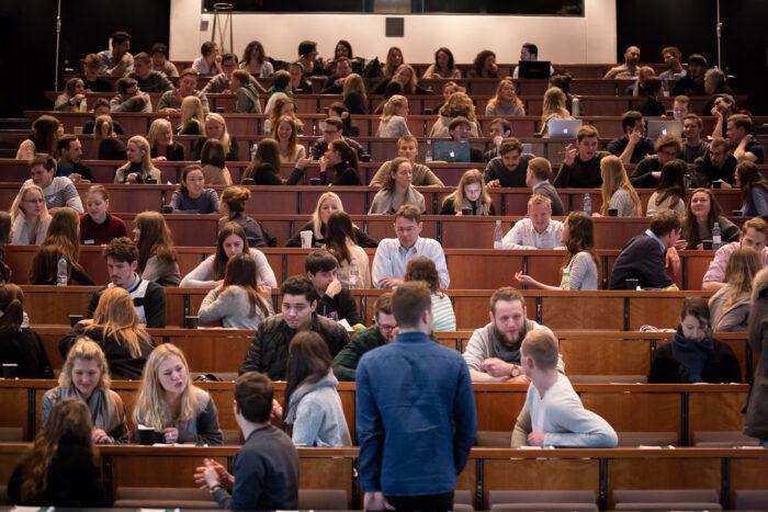 Studerende føler sig overset i genåbningsplan: »Jeg vil hellere have adgang til et bibliotek end en bar«