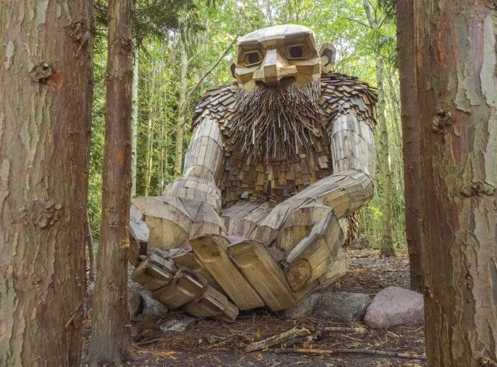 Lokale kæmper for unik skov-kunst: »Alle kan forholde sig til en nuttet trold«